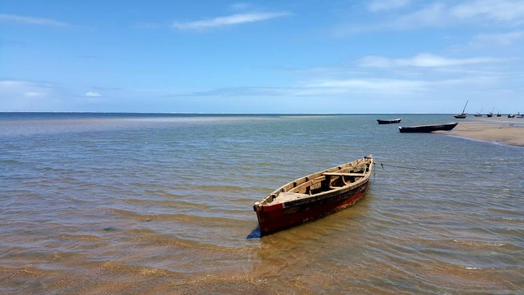 Wooden dhow docked at Che Shale Beach